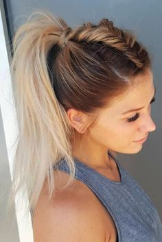 These hairstyles are so perfect for the gym! 13 ponytails, braids and buns to look chic while you get your sweat on! Topsy ponytails, dutch braids and messy buns! Mix up your gym hairstyle with these looks! gym hair