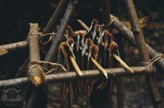 (Bez Garów - Odc.3 Ryba w syberyjskim czumie) Kilka metrów zwiniętej żyłki i 2-3 haczyki zapakowane razem do małego woreczka strunowego po... Bushcraft, Meat, Food, Essen, Meals, Yemek, Eten, Camping Survival