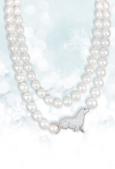 A pavé diamond seal playing with more than 3,700 cultured pearls | CHOPARD | La Beℓℓe ℳystère