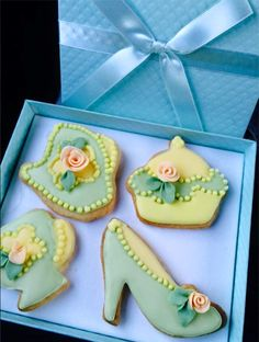 Royal Icing Elegant Cookies Batmitzah Cake: https://www.facebook.com/YomuledetM/photos_stream #Batmitzah Cake Israel