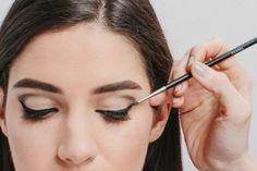 6 Easy Steps to Recreating Audrey Hepburn's Beauty - the cat eye #audreyhepburn