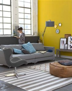 Top Modern Living Room Interior Designs and Furniture Yellow Walls Living Room, Living Room Grey, Living Room Modern, Interior Design Living Room, Home And Living, Living Room Designs, Espace Design, Room Colors, Decoration