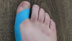 Hallux Valgus tapen halluv valgus taping-guide The post Hallux Valgus aufnehmen & Naturheilkunde appeared first on Sante . Daily Health Tips, Health And Wellness, Health Fitness, Fitness Workouts, Toe Exercises, Bodybuilding For Beginners, Six Pack Abs Men, Salud Natural, Health Cleanse