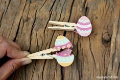 Easy Easter egg with felt baby chick clothespin craft for kids.