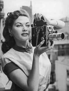 Hollywood actress Yvonne De Carlo uses the iconic Bolex H-16 16mm cinecamera, which was popular for making home movies in the 1940s and 50s. Mrs. Munster sans make-up! (oh wow <3)