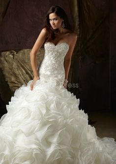 sweetheart organza chapel train with ruffles fit and flare wedding dresses | BlogOnSuccess.com