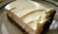 «ALASKA» …….. η παγωμένη κόλαση (βήμα-βήμα η συνταγή)!! – Timeout.gr Summer Desserts, Fun Desserts, Dessert Recipes, Dessert Ideas, Greek Cake, Low Calorie Cake, My Favorite Food, Favorite Recipes, Chocolate Fudge Frosting