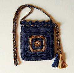 Cute Crochet Hang Bag Pattern - Crochet Clothing and Accessories Crotchet Bags, Crochet Diy, Crochet Handbags, Crochet Purses, Love Crochet, Knit Or Crochet, Knitted Bags, Crochet Stitches, Crochet Patterns
