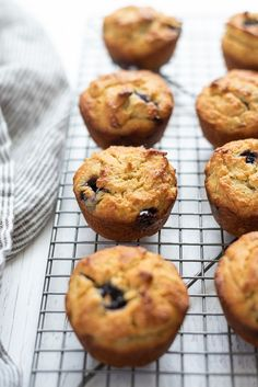 Almond Flour Blueberry Banana Muffins are easy almond flour muffins that come together in just one bowl, and they're dairy-free, gluten-free and paleo! Banana Blueberry Muffins, Lemon Muffins, Banana Oats, Blueberry Recipes, Blue Berry Muffins, Banana Bread, Almond Flour Muffins, Baking With Almond Flour, Almond Flour Recipes