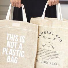 Não é de plástico! É sustentável e handmade.General Bag by @escudero_ #ecobag #sustentável #handmade #feitonobrasil by santa_costura