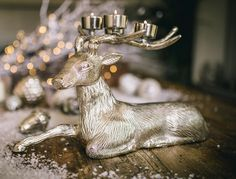 This ornamental Resting Stag tea light holder looks stunning either with or without the tea lights casting their dancing glow. So unusual, this tea light holder makes a beautiful gift for that friend who has everything. (Tea lights not included).