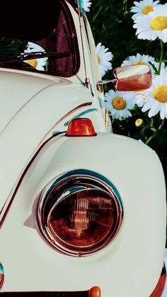 Ideas for vintage wallpaper iphone retro posts Vintage Wallpaper Iphone, Screen Wallpaper, Wallpaper Backgrounds, Retro Cars, Vintage Cars, Disney Background, Photo Wall Collage, Cute Cars, Retro Aesthetic