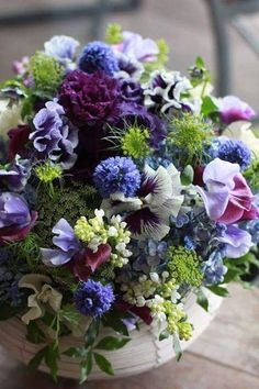 Blue, purple and green bouquet Arte Floral, Deco Floral, Floral Design, Table Flowers, Fresh Flowers, Beautiful Flowers, Silk Flowers, Spring Flowers, Arrangements Ikebana