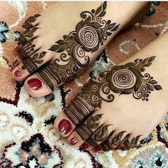 Mehndi design one of the best part for makeup. Everyone can find best mehndi design for hand and legs. Simple Leg Mehndi Designs & Patterns for you. Henna Tattoos, Henna Mehndi, Mehndi Mano, Mehendi, Leg Mehndi, Simple Henna Tattoo, Foot Henna, Henna Tattoo Designs, Foot Tattoos