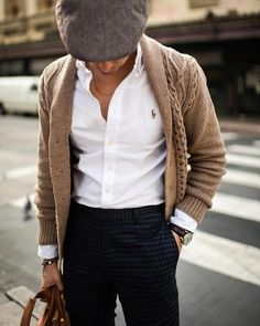 mens fashion style casual Source by pinzinokeste Style Casual, Men Casual, Men's Style, Men Street, Mens Fashion Suits, Gentleman Style, Look Chic, Mens Clothing Styles, Trendy Clothing