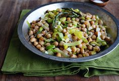 Chickpeas with Leeks and Lemon Recipe.  I love to eat chick peas plane...but these extra ingredients will really spice it up.  This is a great snack!