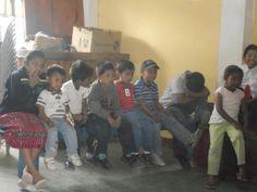 Los niños y niñas del proyecto de Educación y Desarrollo en la fiesta de despedida de los voluntarios y voluntarias.