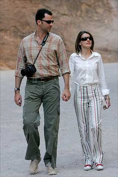 The King & Queen of Spain. Laid Back Outfits, Estilo Real, Spanish Royal Family, Holiday Wardrobe, Princess Outfits, Save The Queen, Queen Letizia, Princess Mary, Royal Fashion