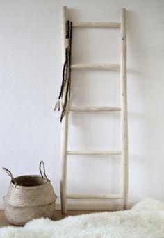 Ladder naturel. Heel mooi ter decoratie of als 'dressboy' in je slaapkamer - Moodadventures