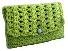 Shell Stitch Clutch pattern by Lisa van Klaveren. (pattern on Ravelry)