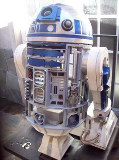 Réplica del robot R2D2 (abierto) Star Wars Film, Droides Star Wars, Wall E, R2 Unit, Jedi Robe, Arte Alien, Star Wars Painting, Star Wars Stickers, Star Wars Light Saber