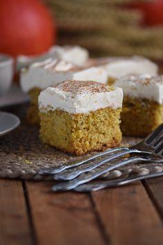 Kürbiskuchen: Fluffiger Herbstkuchen vom Blech Pumpkin pie: Fluffy autumn cake from the tin – The crunchy cake Sugar Free Pumpkin Pie, Easy Pumpkin Pie, Vegan Pumpkin Pie, Homemade Pumpkin Pie, Pumpkin Pie Recipes, Cake Recipes, Dessert Recipes, Classic Pumpkin Pie Recipe, Perfect Pumpkin Pie