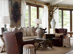 living room Portfolio - James Farmer Antiques & Collectibles - where to find An Antique is something Log Home Decorating, Interior Decorating, Interior Design, Decorating Ideas, Decor Ideas, Foyer Ideas, Classic White Kitchen, Family Room Design, Family Rooms