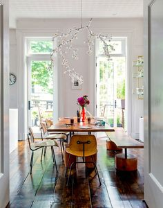 whimsical dining room (via PLANETE DECO) - my ideal home...