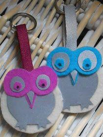 Pitkästä, pitkästä aikaa askartelun kimpussa. Täällä ollaan flunssan kourissa edelleen ja sitä myöten pakon edestä suurin osa ajasta sisät... Felt Crafts, Diy And Crafts, Arts And Crafts, Paper Crafts, Diy Tassel, Textile Fabrics, Knitted Bags, Handicraft, Diy Gifts