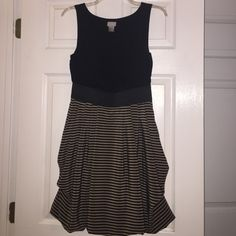 H&M Black and Tan Striped Dress H&M Black and Tan Striped Dress Size 6 H&M Dresses Midi