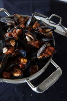 Steamed Mussels with Aioli Epicure Recipes, Seafood Recipes, Cooking Recipes, Steamed Mussels, Good Food, Yummy Food, Meat Lovers, Aioli, Yummy Eats