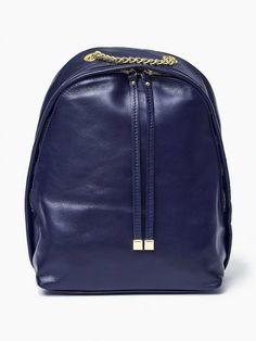 100 % Włoska skóra - torebka plecak Granatowy Oryginalna torba damska (plecak) włoskiej produkcji (Vera Pelle/Vezze) wykonana ze skóry naturalnej najwyższej jakości. Skóra miękka, miła w dotyku. Plecak charakteryzuje się prostą budową. Wewnątrz znajduje s Backpacks, Bags, Fashion, Handbags, Fashion Styles, Backpack, Fasion, Lv Bags, Purse
