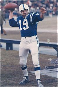 Johnny Unitas warms up before taking the field. Football Images, Sports Images, Baltimore Colts, Indianapolis Colts, Nfl Colts, Football Team, Johnny Unitas, Here's Johnny, American Football Players