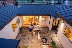 3대가 함께 살아가는 집   1boon Indoor Courtyard, Courtyard House, Bungalow House Design, Small House Design, Bedroom House Plans, Dream House Plans, Japanese Tiny House, Model House Plan, Weekend House