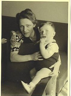 Donald David was arrested in June 1943 with the so-called children's transport from Vught via Westerbork deported to Sobibor. He reached the age of 2 years.