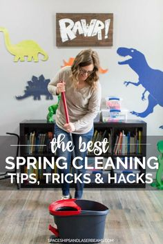 These spring cleaning tips, tricks and hacks will make your spring home cleaning quick and easy! My busy household offers me lots of opportunities for cleaning. Speed Cleaning, House Cleaning Tips, Spring Cleaning, Cleaning Hacks, Cleaners Homemade, Diy Cleaners, Putz Hacks, Home Organization Hacks, Organizing Life
