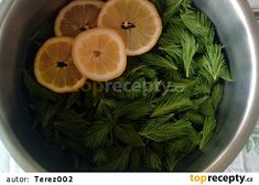 Smrkový med ze samoty u lesa recept - TopRecepty. Seaweed Salad, Spinach, Vegetables, Ethnic Recipes, Food, Vegetable Recipes, Eten, Veggie Food, Meals