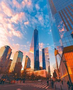 The sun is shining in New York City via @scottlipps by @opoline #newyorkcityfeelings #nyc #newyork