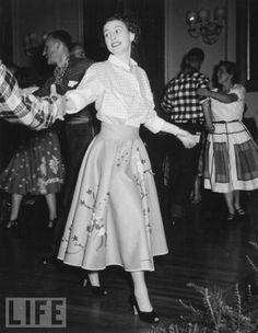 Queen Elizabeth in a poodle skirt, 1955