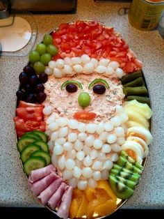 Getting smart with elegant christmas party table decorations ideas 29 – fugar Christmas Party Table, Christmas Snacks, Xmas Food, Christmas Appetizers, Christmas Cooking, Appetizers For Party, Christmas Veggie Tray, Christmas Christmas, Christmas Buffet