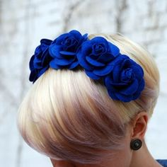 Floral Headband Tutorial love her hair cut Felt Flowers, Fabric Flowers, Felt Headband, Do It Yourself Wedding, Headband Tutorial, Floral Headbands, Diy Hair Accessories, Felt Diy, Diy Clothing