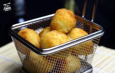 Croquetas de queso de cabra y cebolla caramelizada