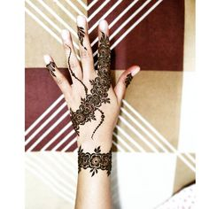 Simple henna design . . . . . #henna #hennadesign #art #hennatattoo #hennaart #tattoo #tattoos #flowers #hennainspire #inspiration #creative #photooftheday #hobby #design #artist #igers #fun #favourite #bhatkal #india