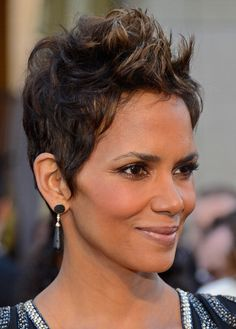 Black Hairstyles at the 2013 Academy Awards: Halle Berry - Side Vieew Halle Berry Pixie, Halle Berry Style, Short Haircut Styles, Short Black Hairstyles, Cool Hairstyles, Relaxed Hair, Short Sassy Hair, Short Hair Cuts, Halle Berry Hairstyles