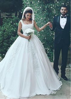 Stunning Tulle & Satin Square Neckline Ball Gown Wedding Dresses With Beaded Lace Appliques
