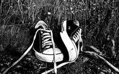 """Always & Forever Converse. """"do not clean it. let it tell the stories of the roads u travel. Converse Chuck Taylor All Star, Converse All Star, Chuck Taylor Sneakers, Converse Shoes, Black And White Sneakers, Black N White, White Chucks, Shoes Wallpaper, Converse Wallpaper"""