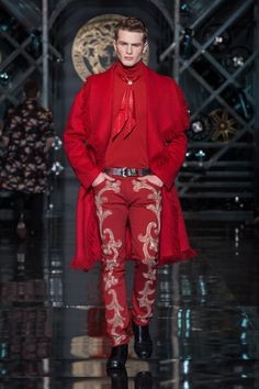 Looks Like Liberace Has Gone Country! Versace Men's Wear Autumn Winter 14/15 fashion show - #VersaceLive #Versacemenswear