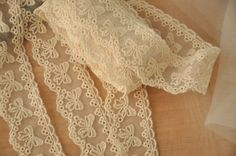 5 yards Lovely Cotton lace trim in beige with bows by lacetime