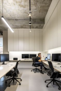 Office Interior Design, Office Interiors, Small Workspace, Workspaces, Design Firms, Interior Architecture, Table, Furniture, Home Decor
