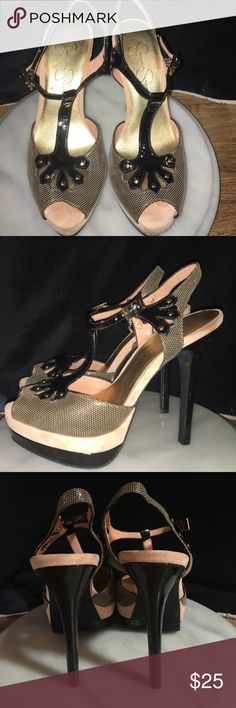 Jessica Simpson Sz 7 open toe high heel shoe Jessica Simpson... Open Toe very high heel! Adorable!! Worn a few times. No scuffs or damage to shoe. Zero worn areas and in excellent used condition!! Sz 7 Jessica Simpson Shoes Heels